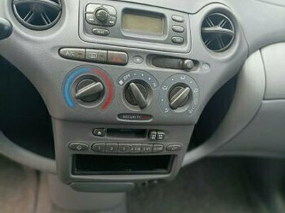 usata Toyota Yaris 1.0i 16V cat 3 porte Sol