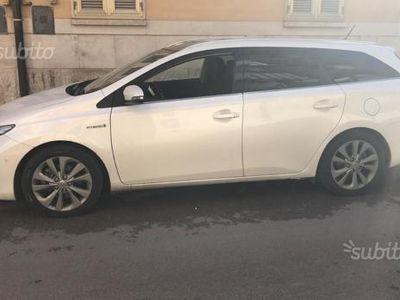 usata Toyota Auris Hybrid versione Lounge