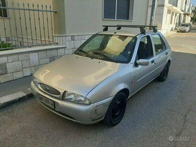usata Ford Fiesta 1.2 16v con Gancio Traino