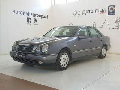 usata Mercedes E200 Classecat Elegance del 1996 usata a Pisa