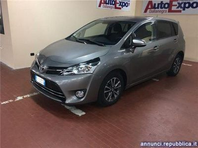 begagnad Toyota Avensis Verso 1.6 D-4D Active 7 posti Piacenza