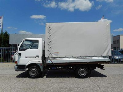 usata Nissan Cabstar E75 2.3 D 54kw CASSONE CON CENTINE E TELONE