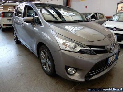 gebraucht Toyota Avensis Verso 1.6 D-4D Style 7 posti Cagliari