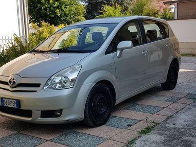 usata Toyota Corolla Verso 2.2 16V D-4D D-Cat 7pti