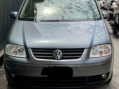 usata VW Touran 1.6 16V FSI Highline