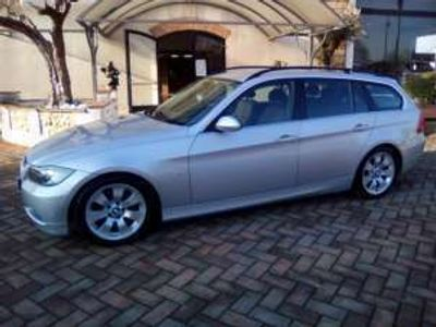 usata BMW 325 i cat Touring Benzina