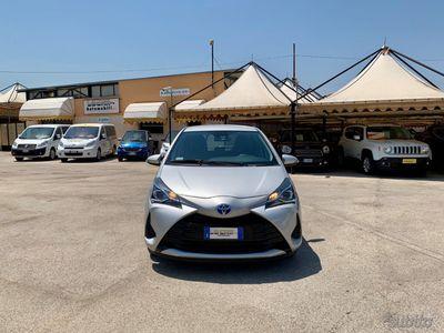 usata Toyota Yaris Hybrid 1.5 5p Cool - 5862 KM