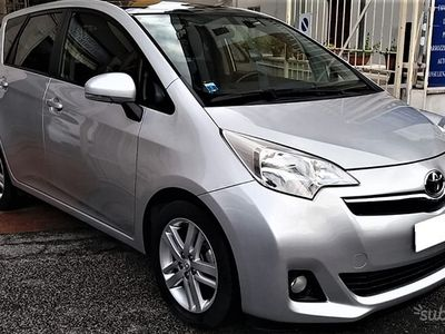 used Toyota Verso-S 1.3 CVT Style benzina tetto panora