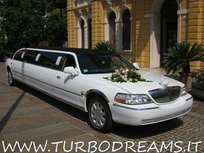 """usata Lincoln Town Car 4.6 v8 120"""" executive limousine 9 posti a noleggio"""