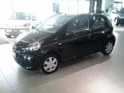 begagnad Toyota Aygo 1.0 12V VVT-i 5 porte Sol Connect Red Edition