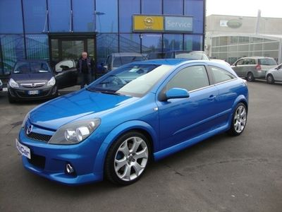 usata Opel Astra GTC 2.0 T 240CV 3 porte OPC