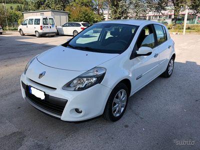 usata Renault Clio - 1.5dci 28 km con un litro 2010