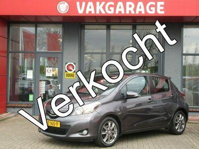 tweedehands Toyota Yaris 1.3 VVT-i Aspiration| 100-PK | 5-Deurs | LM-Velgen | AIRCO | NAVIGATIE | PARKEERCAMERA | INCL. BOVAG GARANTIE |