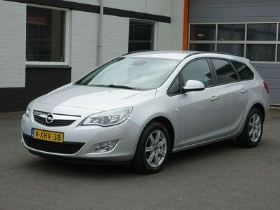 tweedehands Opel Astra Sports Tourer 1.6 Sport Airco, licht metalen velgen, navigatie, cruise controle, parkeersensoren.