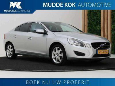 tweedehands Volvo S60 1.6 T4 Momentum | Aut | Navigatie | PDC V+A | Cruise Control | 17 Inch