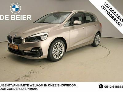 tweedehands BMW 218 2-SERIE Active Tourer I LED / Leder / HUD / Chrome line / Trekhaak / Sportstoelen / DAB / Hifi speakers / Alu 17 inch