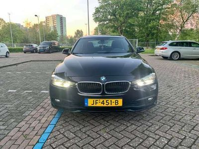 tweedehands BMW 330e Essential