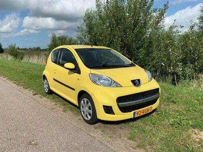 tweedehands Peugeot 107 1071.0 12V E-vti 68PK 3DR 2011 Geel