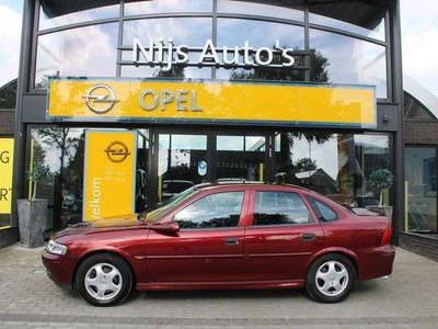 tweedehands Opel Vectra 1.6i-16v Business Edition Automatic | 4-drs LPG