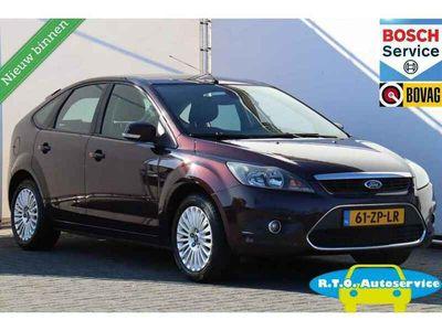 tweedehands Ford Focus 1.6 Ghia NAVI 5 DEURS NETTE AUTO !!