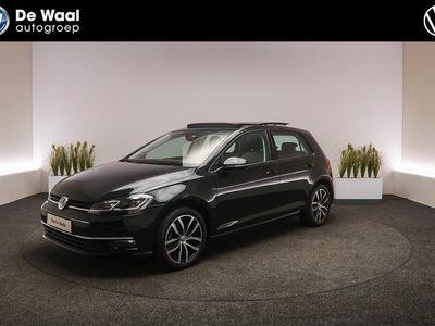 tweedehands VW Golf 1.5 TSI 150 PK DSG Highline Digitaal Dashboard, Cruise Control Adaptief, LED-Koplampen, Elektrisch Glazen Panoramadak