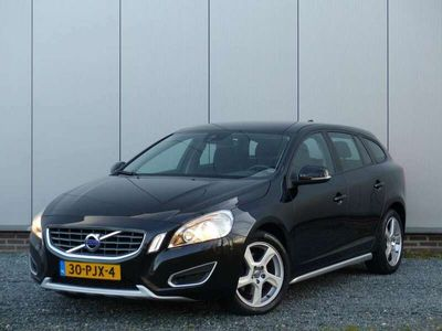 tweedehands Volvo V60 T3 Kinetic / Navi / Regensensor/ Bluetooth / Exterior Styling kit / Parkeersensoren
