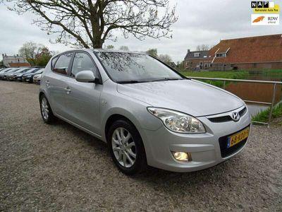 tweedehands Hyundai i30 1.6i Dynamic Luxe Nette auto + Airco Nu € 4.499,-!