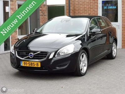 tweedehands Volvo V60 2.0T 200 PK Momentum, AUTOMAAT, LEER, TREKHAAK