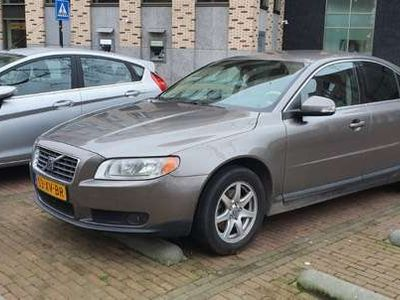 tweedehands Volvo S80 2.5T MANUAL auto is goed APK TO 14-10-21