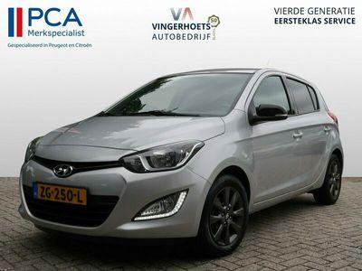 tweedehands Hyundai i20 1.2i Benzine 86 Pk * Airco * Cruise Control * Bluetooth * LM Velgen * 5-deurs * Vingerhoets; Vierde generatie, Eersteklas Service ! + 1.350 klantenreviews, 99% aanbeveling !