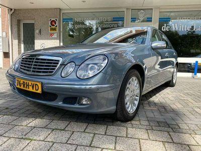tweedehands Mercedes E240 Elegance UITZONDERLIJK MOOIE NEDERLANDSE DEALER GELEVERDE AUTO