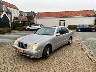 tweedehands Mercedes E240 Avantgarde LPG Youngtimer
