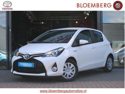 tweedehands Toyota Yaris Hybrid Dynamic Limited Smart key/Navigatie/Winterbanden