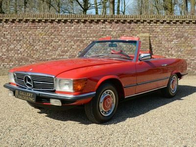tweedehands Mercedes SL450 W107 only 29.117 miles from new!! Fully documented mat