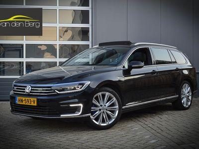 tweedehands VW Passat Variant 1.4T GTE Highline 19inch/Panorama/LED Origineel NL