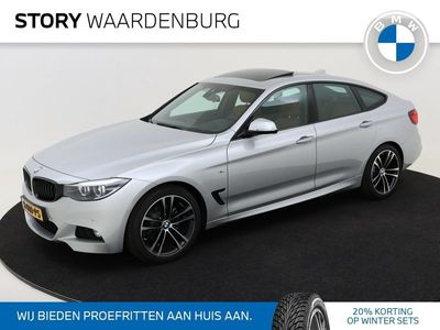 tweedehands BMW 320 3-SERIE Gran Turismo i High Executive M Sport / Panoramadak / LED / Head-Up Display / Automatische Sporttransmissie / Leder / 19 Inch / Camera / Sportstoelen / Navigatie Professional