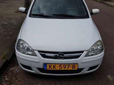 tweedehands Opel Corsa 1.4-16V Essentia