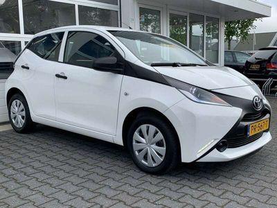 tweedehands Toyota Aygo 1.0 VVT-i x-fun Airco Bluetooth LED Electrische ra