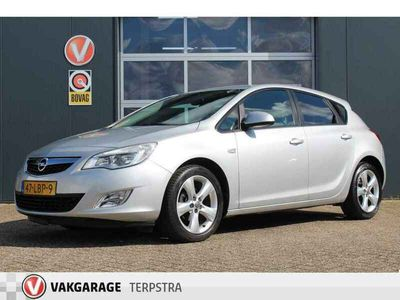 tweedehands Opel Astra 1.6 Edition (116pk) Airco/ Cruise/ Elek. pakket/ Isofix/ Parrot/ Multi. LEDER. Stuur/ 17'' LMV/ Mistl./ Extra getint glas./ Distributie set v.v. 150.000 km !!