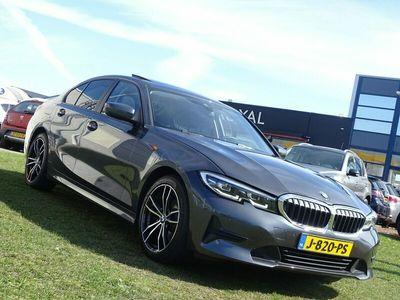 tweedehands BMW 320 3-SERIE i Executive Edition - Automaat, Navigatie, Camera, Schuif/Kanteldak, Sport Interieur, Carplay, Dodehoek, Airco/ECC, Cruisecontrol, Parkeersensoren ,LED koplampen, Keyless entry, Dodehoek detectie, Achteruitrijcamera