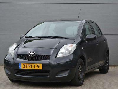 tweedehands Toyota Yaris 1.3 VVTi 100PK 5-deurs Comfort, Airco, CV, Trekhaak, APK 03-22!