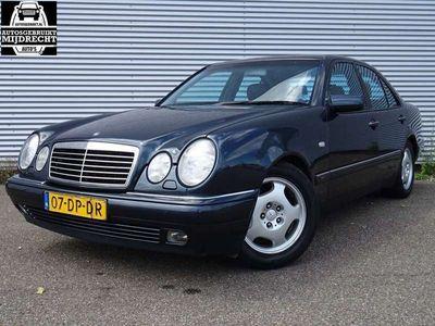 tweedehands Mercedes E240 Classic / Zeer Nette auto / Airco / 5-deurs / elek