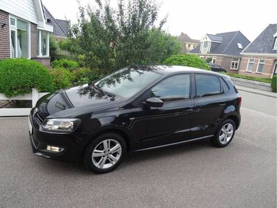 tweedehands VW Polo 1.2-12V 70pk 5-DEURS LIFE AIRCO CLIMATE CONTROLE PRIVACY GLAS PARKEERSENSOREN ZEER COMPLEET!!