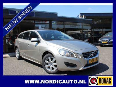 tweedehands Volvo V60 CC 1.6 T4 KINETIC / E / NAVIGATIE / TREKHAAK