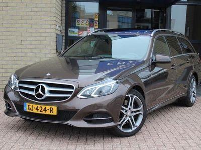 tweedehands Mercedes E300 BT Avantgarde Estate-SPORT PAKK-SCHUIFDAK-TREKHAAK-COMAND-LED-COMPLEET