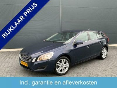 tweedehands Volvo V60 1.6 T3 Momentum AUTOMAAT NAVI,CLIMATE,TREKHAAK