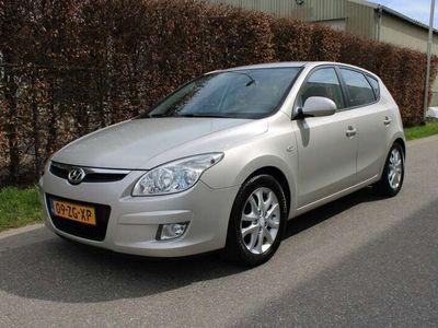 tweedehands Hyundai i30 1.6 CRDi Dynamic Business / 5-DEURS / AIRCO ECC / NAVI