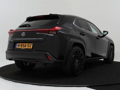 tweedehands Lexus UX 250h First Edition | Safety pack | Afgebeelde velgen tegen meerprijs 3000,-
