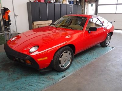 tweedehands Porsche 928 -red 1901