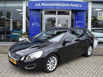 tweedehands Volvo V60 2.0T Summum Automaat 203 PK € 14.950,- 229 p/m info f.bogaars 0492-588956 Navi ParkeerSensoren v+a